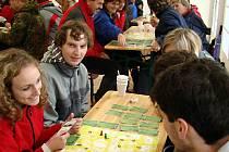 Poprvé si novou stolní hru s názvem Poznejme Hranicko vyzkoušeli účastníci akce Den s regionem, která se v září konala ve valšovickém sportovním areálu.