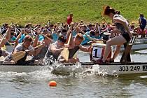 Festival dračích lodí na řece Bečvě v Hranicích