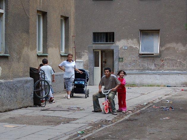 Nový majitel chce domy ve Škodově ulici zbourat a současné obyvatele přestěhovat.