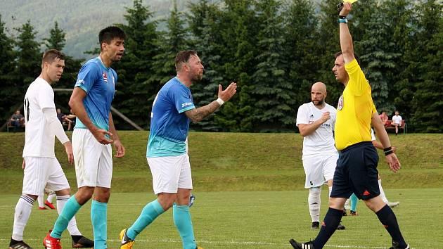 Fotbalisté Všechovic (v bílém) zvítězili ve Velkých Losinách 4:2
