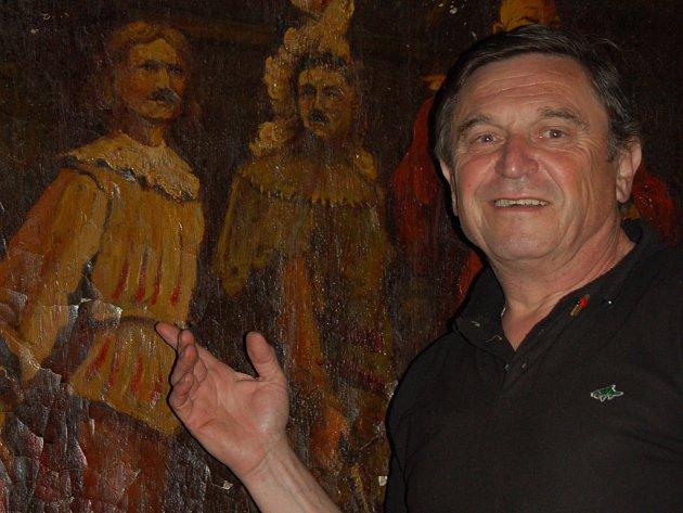 František Červený z Přerova pátrá po potomcích, kteří poznají své předky na obraze rytířů korbele, jenž se nachází v jedné z místností přerovské restaurace Pivovar.