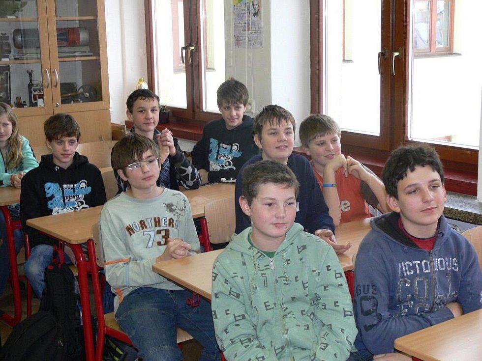 """Slavnostní otevření """"oranžové učebny"""" ve škole v Hustopečích"""