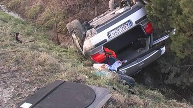 Řidič utrpěl vážná zranění.
