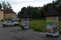 Některé reklamní plochy ve městě jsou umístěny tak, že si jich jen málokdo všimne.