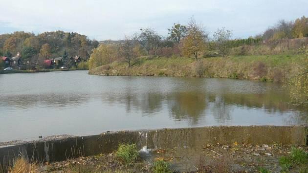 Hráz rybníka v Drahotuších