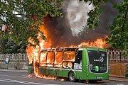 V neděli 10. června kolem 19.15 hodin hořel na třídě 1. máje v Hranicích elektrobus MHD