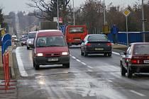 Od úterního dopoledne je v provozu nový most v Olomoucké.