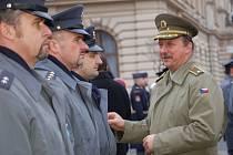 Vojáci z bochořské základny včera nastoupili na náměstí T. G. Masaryka.