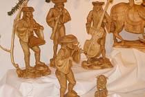 Figurky v betlému jsou dílem lidového řezbáře Bedřicha Zbořila.