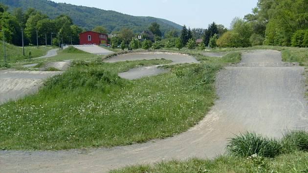 Na půl milionu korun odhadl AMK Kemp Hranice nezbytnou rekonstrukci  profesionální bikrosové dráhy za areálem Na střelnici.
