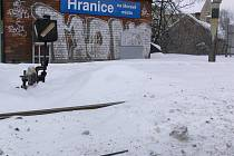 Zapadané koleje na hranickém nádraží