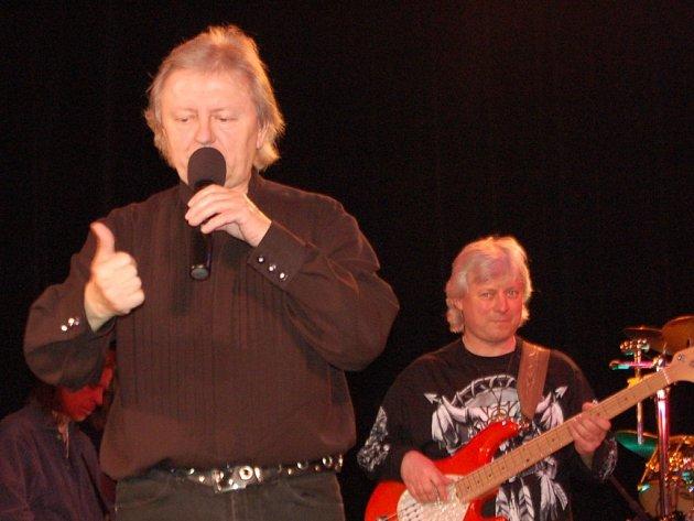 Zpátky na pódiu. Václav Neckář se po letech vydal na koncertní šňůru. Ve středu zpíval i v Přerově.