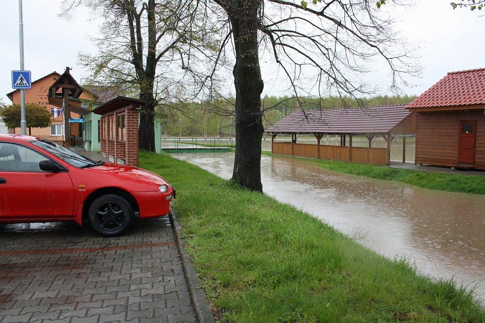 Bečva v Ústí na Hranicku 28. dubna 2017