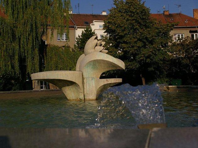 Opravená kašna na náměstí Spojenců