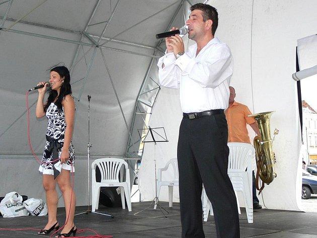 Kromě dechového orchestru z polského města Kolonowskie vystoupili v úvodu také dva zpěváci ze stejného města.