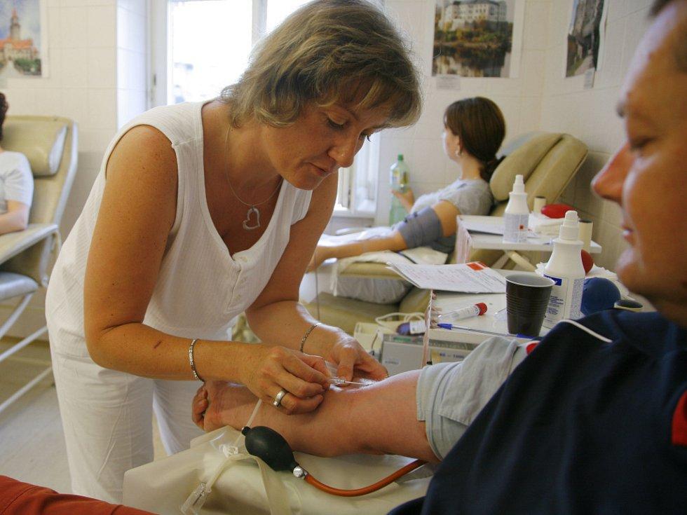 Letošní letní úbytek dárců krve navíc velmi poznamenala i pandemie a s ní související nařízení.