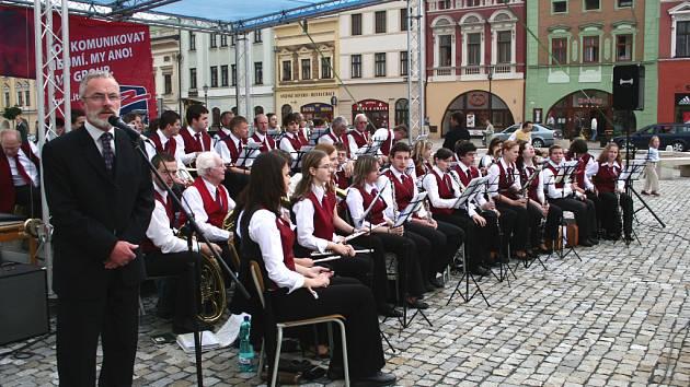 Koncerty na hranickém náměstí začaly.