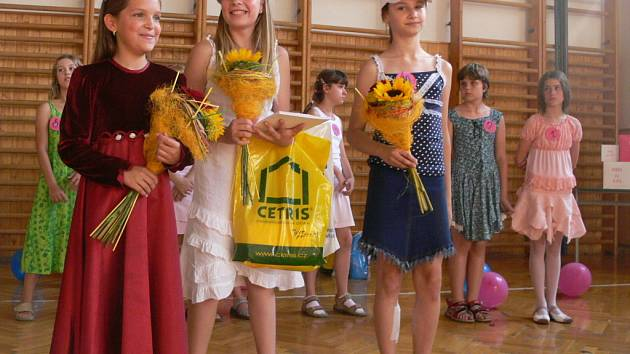 Vítězky soutěže Miss pátých tříd, které určili diváci.