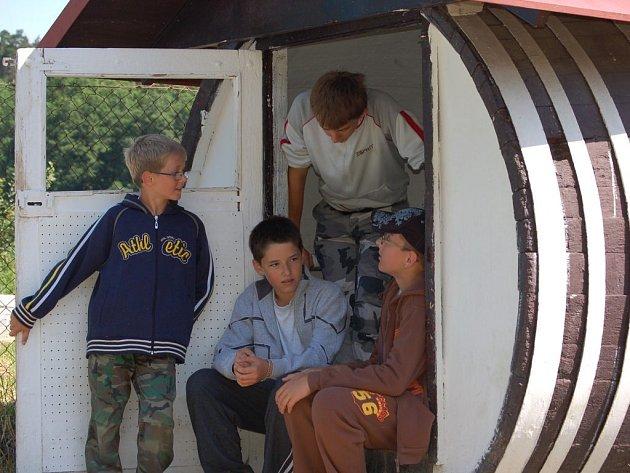 Děti z různých koutů republiky tráví prázdniny na táboře v Čekyni.