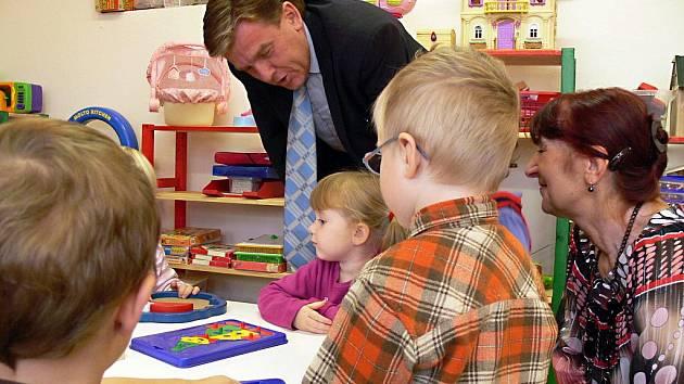 Předseda sněmovny Miloslav Vlček navštívil soukromou Mateřskou školu Sedmikráska v Hranicích