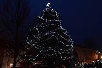 V Drahotuších rozsvítili vánoční strom.