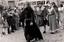 Jiřímu Kopeckému bylo 17 let, když jako postava v historickém kostýmu mnicha Jurika, který Hranice založil, vedl před 50 lety slavnostní průvod městem.
