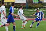 Fotbalisté Hranic (v pruhovaném) v domácím utkání s Přerovem (6:2).