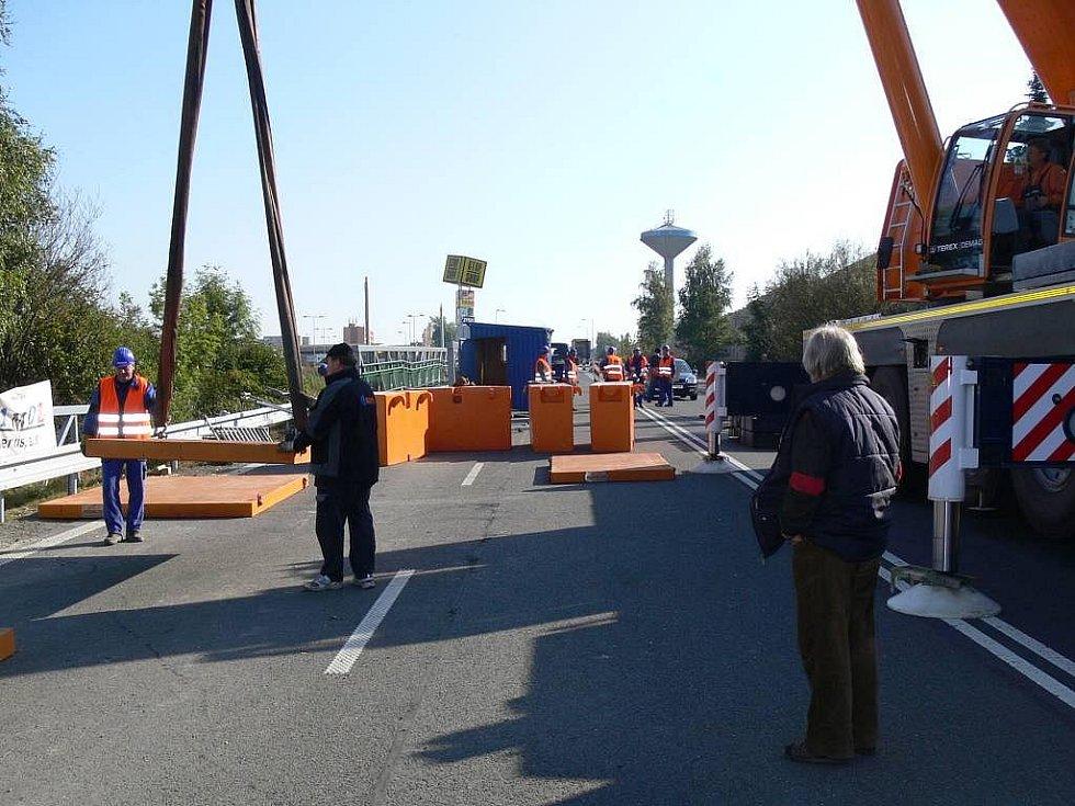 Stavba lávky pro pěší k sídlišti Hromůvka