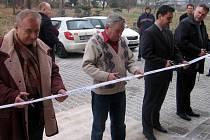 Patnáct nových bytů převzala v pátek 30. ledna hodinu před polednem obec Bělotín. Slavnostního přestřižení pásky se kromě starosty obce zúčastnili i zástupci generálního dodavatele a představitelé ministerstva pro místní rozvoj.