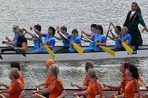 Na přehradě u Skaličky odstartoval v sobotu první ročník závodu Dračích lodí.