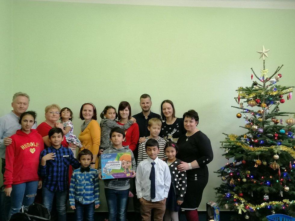 Spolek žen Rouské rozdával dárky dětem z dětských domovů v Lipníku nad Bečvou a Plumlově.
