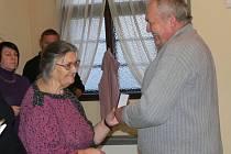 Předání medailí doktora Jana Jánského za dárcovství krve v Hranicích