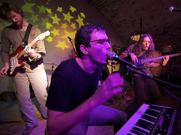 Svižné funkové rytmy nabídla v pátek hranickým posluchačům brněnská skupina Waklaf.
