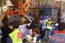 Na mítinku vystoupila i zpěvačka Helena Zeťová, později narušil akci hajlováním jednatřicetiletý muž z Přerova.
