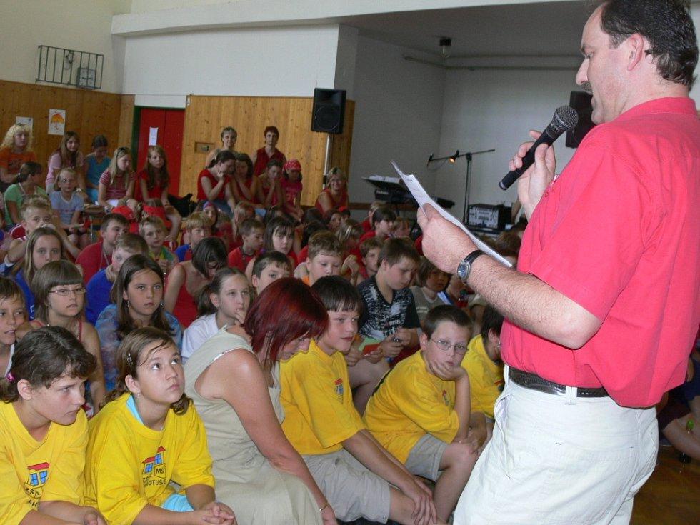 Do vědomostní soutěže Paragráfek se mohli zapojit i diváci.