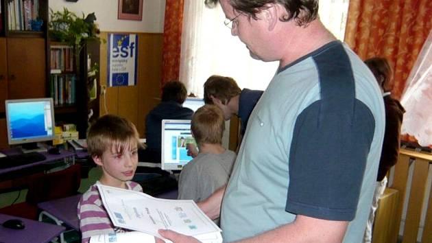Dušan Rychnovský zasvěcoval děti dva roky do světa počítačů.