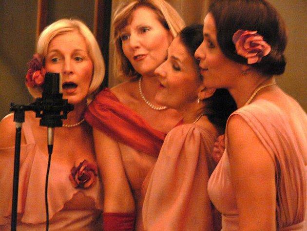 Sestry Havelkovy pějí v prvorepublikové tónině.