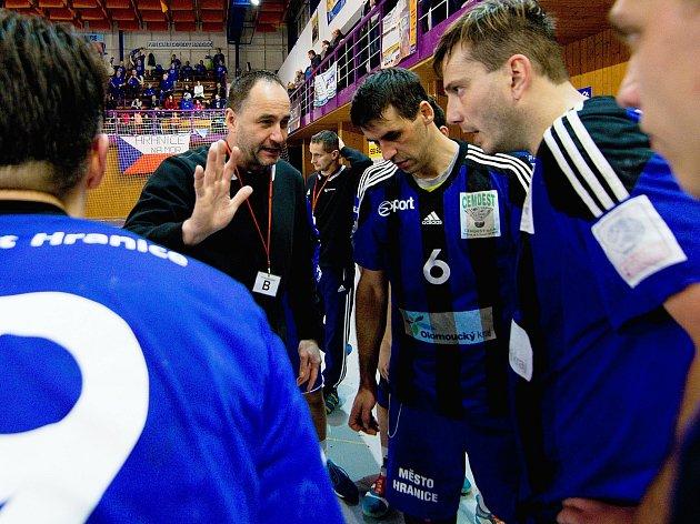 Házenkáři TJ Cement Hranice s trenérem Liborem Hrabalem