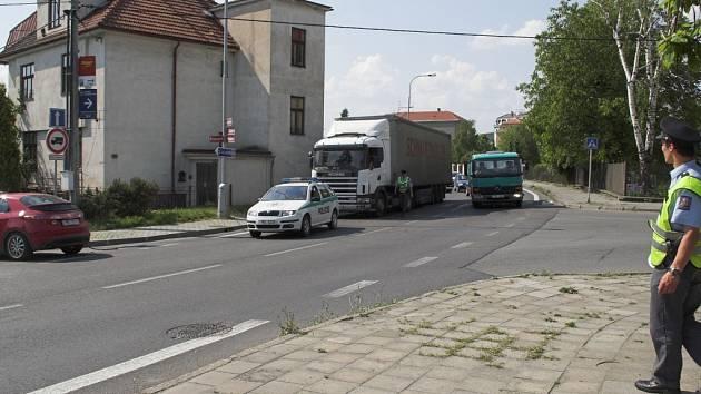 Dopravní nehody blokovaly dopravu.
