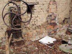 Jednopístovou vodní pumpu s rotačním mechanickým pohonem získalo z Jezernice Technické muzeum v Brně.