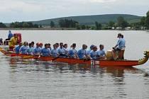 Členové KVS začali s přípravou Festivalu dračích lodí na řece Bečvě, který se bude konat 20. až 21. června.