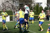 V prvním jarním utkání na domácí půdě přivítali fotbalisté Dukly Hranice soupeře z Býškovic.