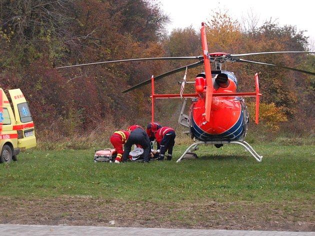 Cyklista utrpěl těžká zranění, byl vrtulníkem převezen do Fakultní nemocnice v Olomouci.