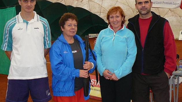 Club tennis Hranice, zleva: Pěnkava, Císařová, Prokopcová, Gajdoš.
