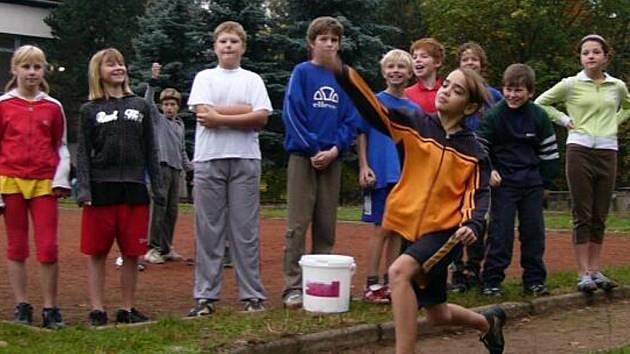 Na atletickém klání soutěžili školáci z Hranic, Drahotuš, Černotína i Opatovic.