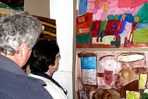Galerie M+M hostí práce žáků a absolventů ZUŠ Hranice.