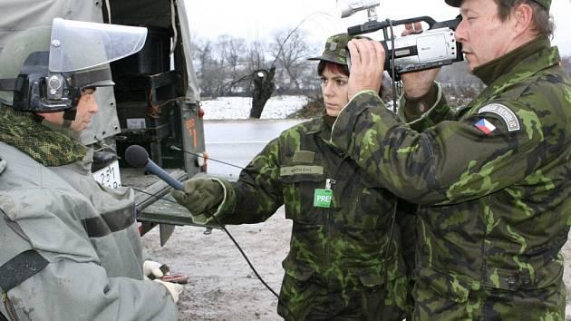 Aby natočil dokument o působení hranických vojáků na mírové misi, musel štáb jet dvakrát do Kosova.