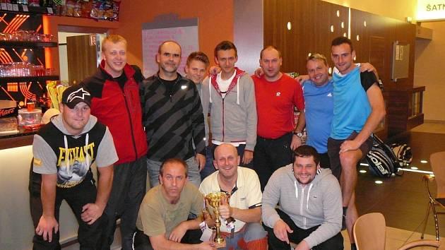 Účastníci víkendového turnaje v hale