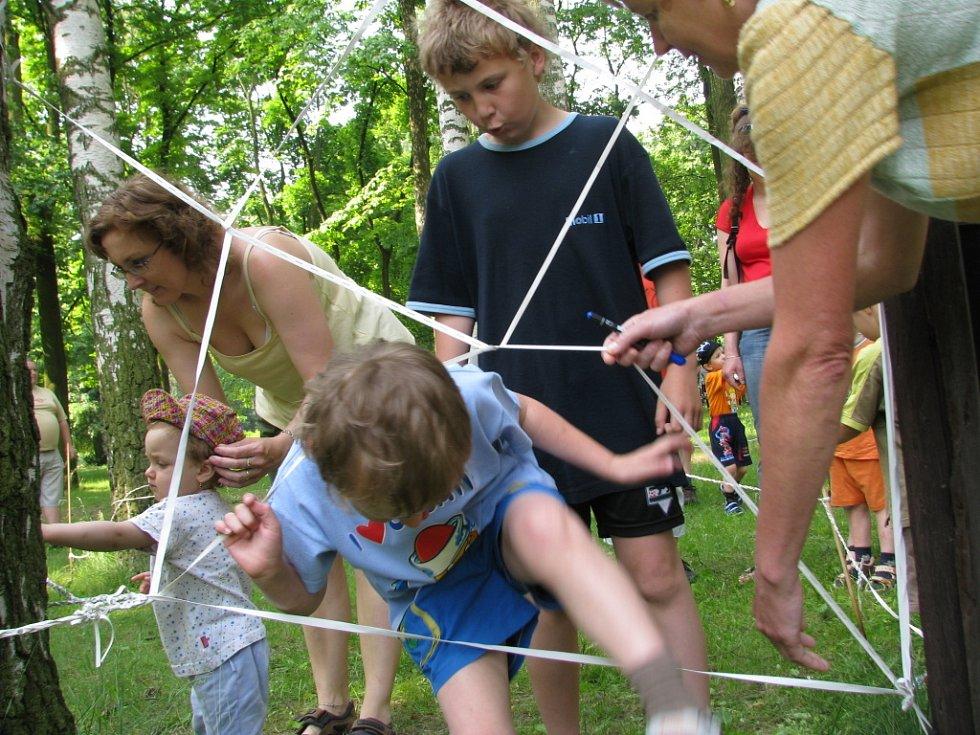 Dvě stovky dětí přišly oslavit svůj den do hranického parku Československýchh legií.