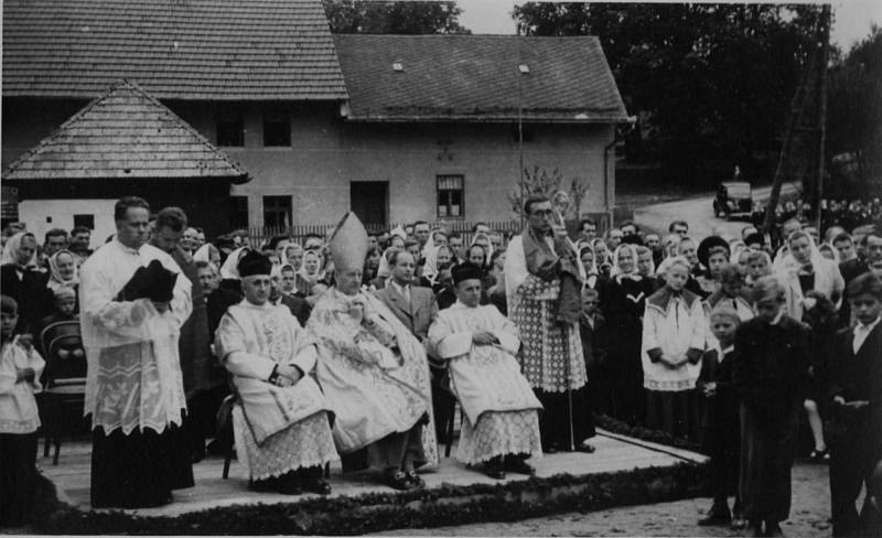 Svěcení kostela svatého Petra a Pavla v Ústí.
